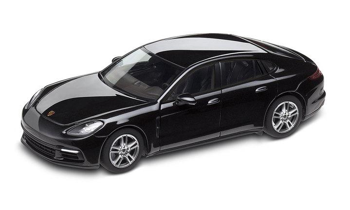1:43 Model Car | Panamera 4 in Jet Black Metallic
