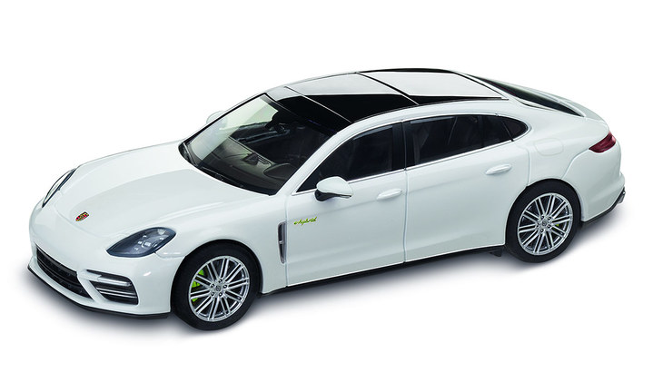 1:43 Model Car   Panamera Turbo S E Hybrid Executive in Carrara White Metallic