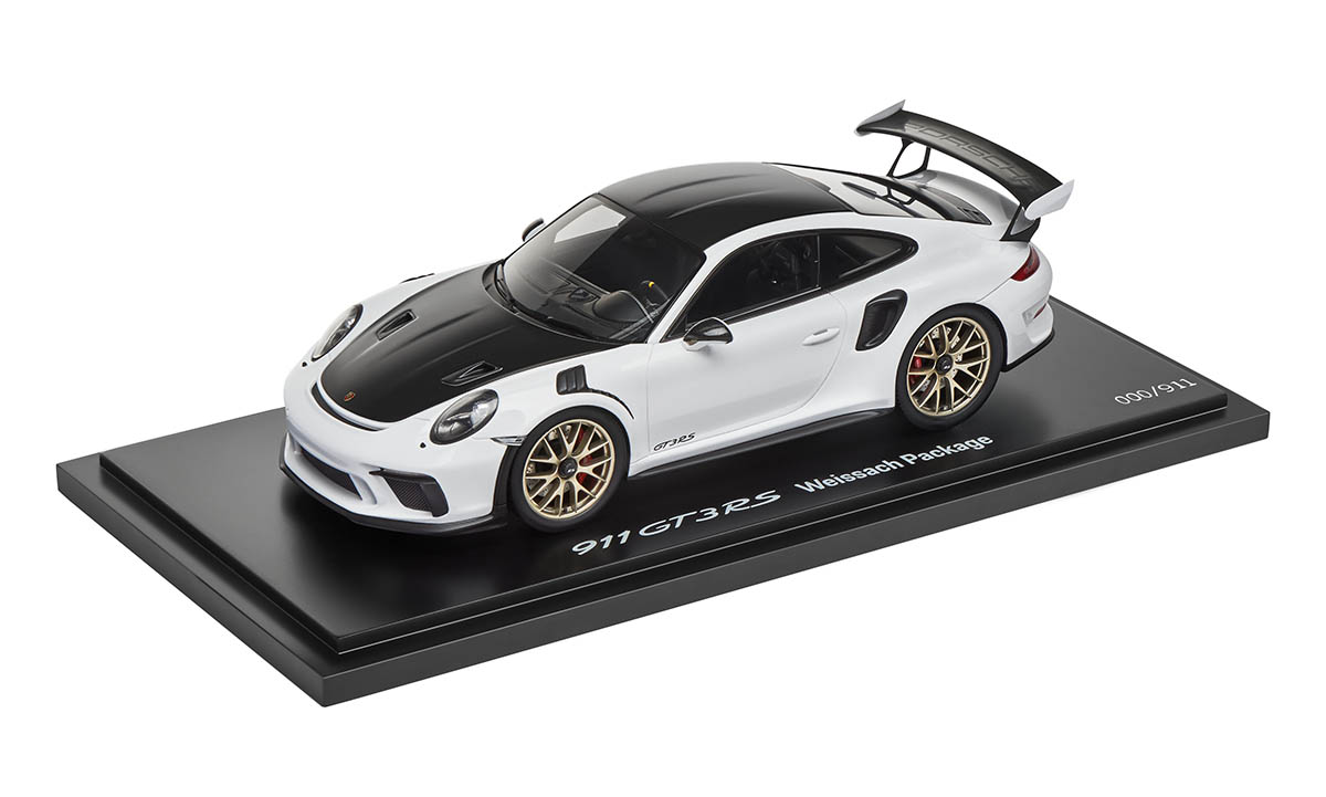 Limited Edition 1 18 Model Car 911 Gt3 Rs With Weissach Package In White Gt3 Rs Collection Collections Porsche Driver S Selection