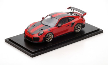 911 GT2 RS, Weissach package, guards red, 1:18, incl. GT2 RS Cap, Limited Edition
