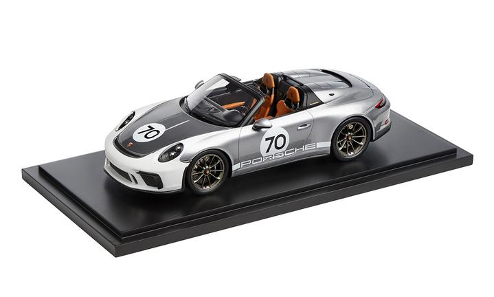 1:18 Model Car | 911 Speedster in Silver Heritage Package (991.2)